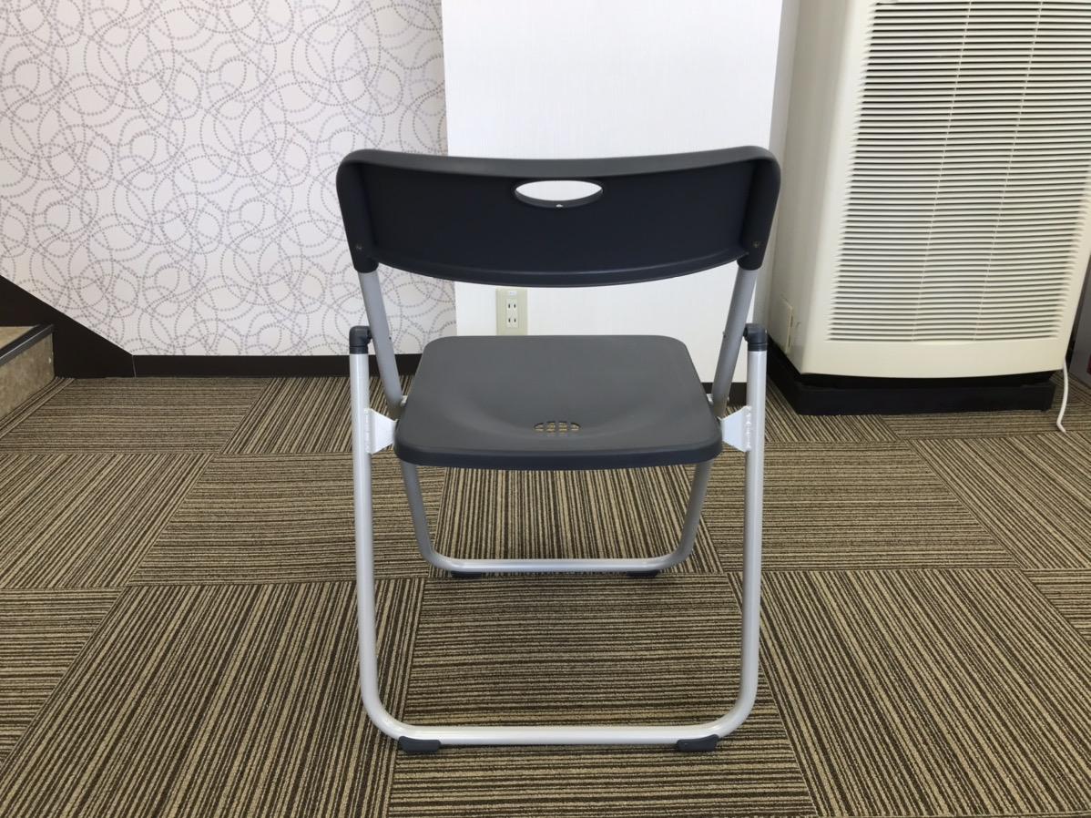 プラスチック製パイプ椅子 後ろ写真