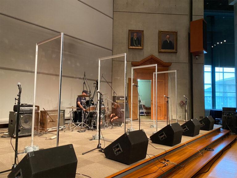 イベント出演者のコロナ対策に!透明システムパネルを福岡でレンタル!