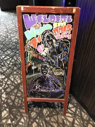 ライブやイベントなどの目立つ宣伝に!イーゼル型ブラックボード福岡でレンタルできます!